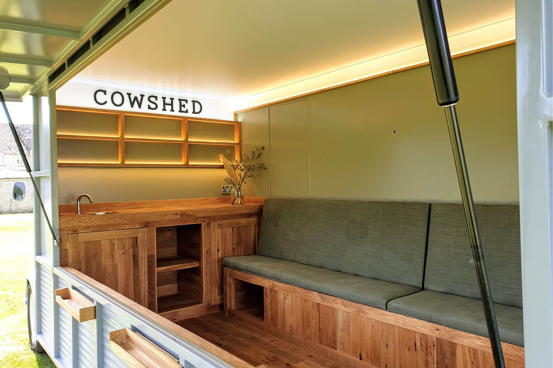 bus_business_2019_cowshed_6.jpg
