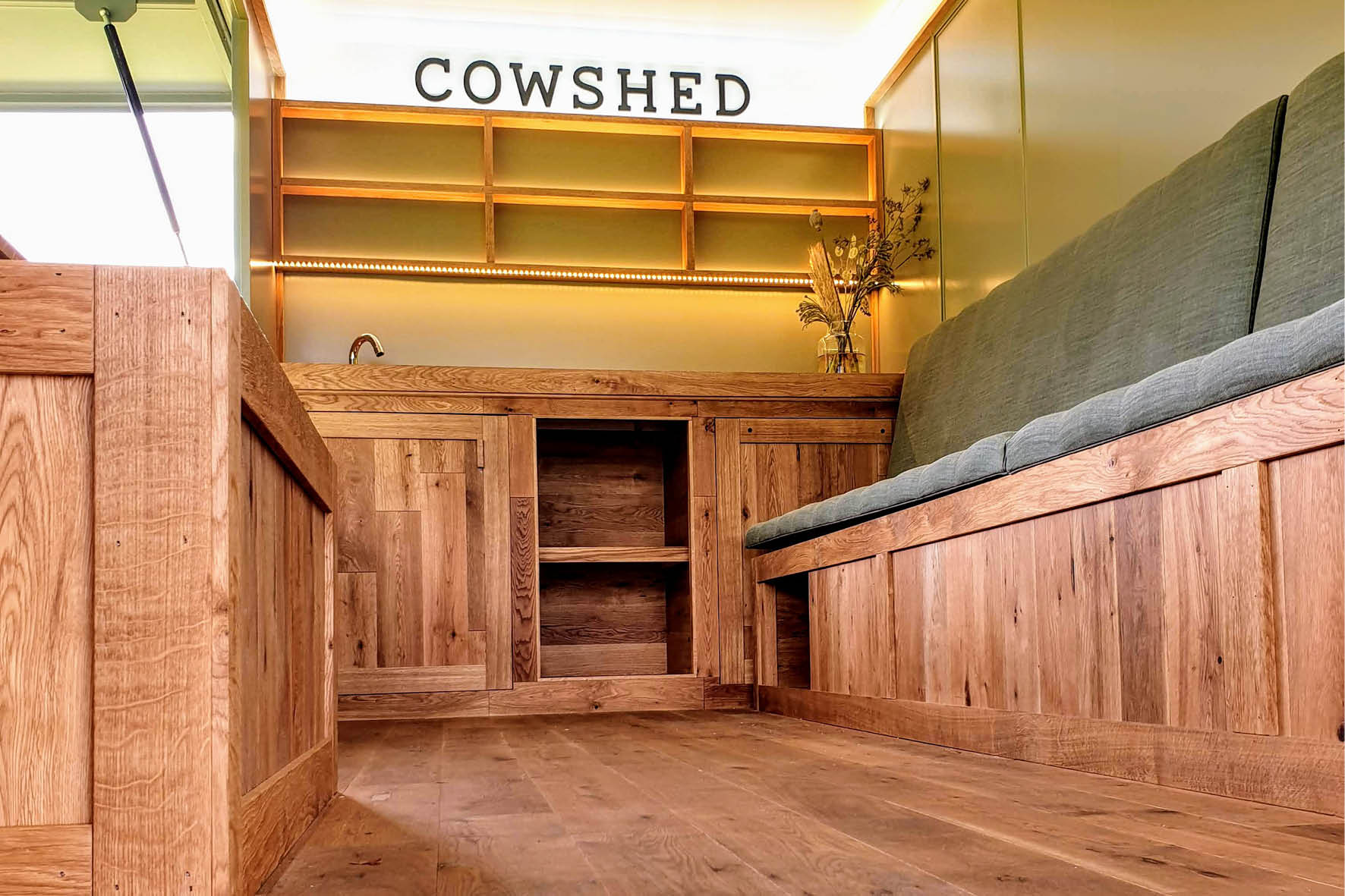 bus_business_2019_cowshed_9.jpg