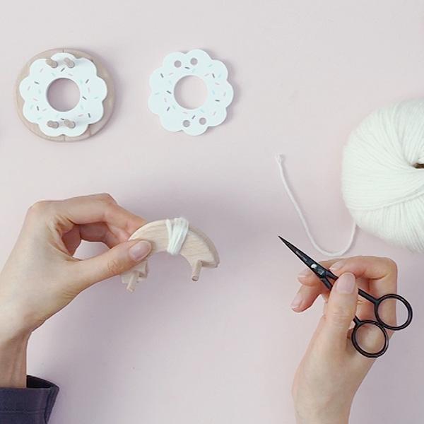 pom-maker-tutorial-how-to-make-a-bunny-pompom-step1.jpg