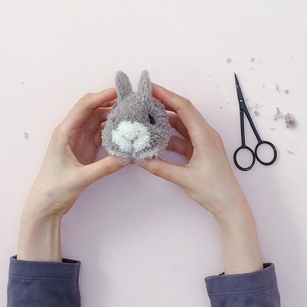 pom-maker-tutorial-how-to-make-a-bunny-pompom-step18.jpg