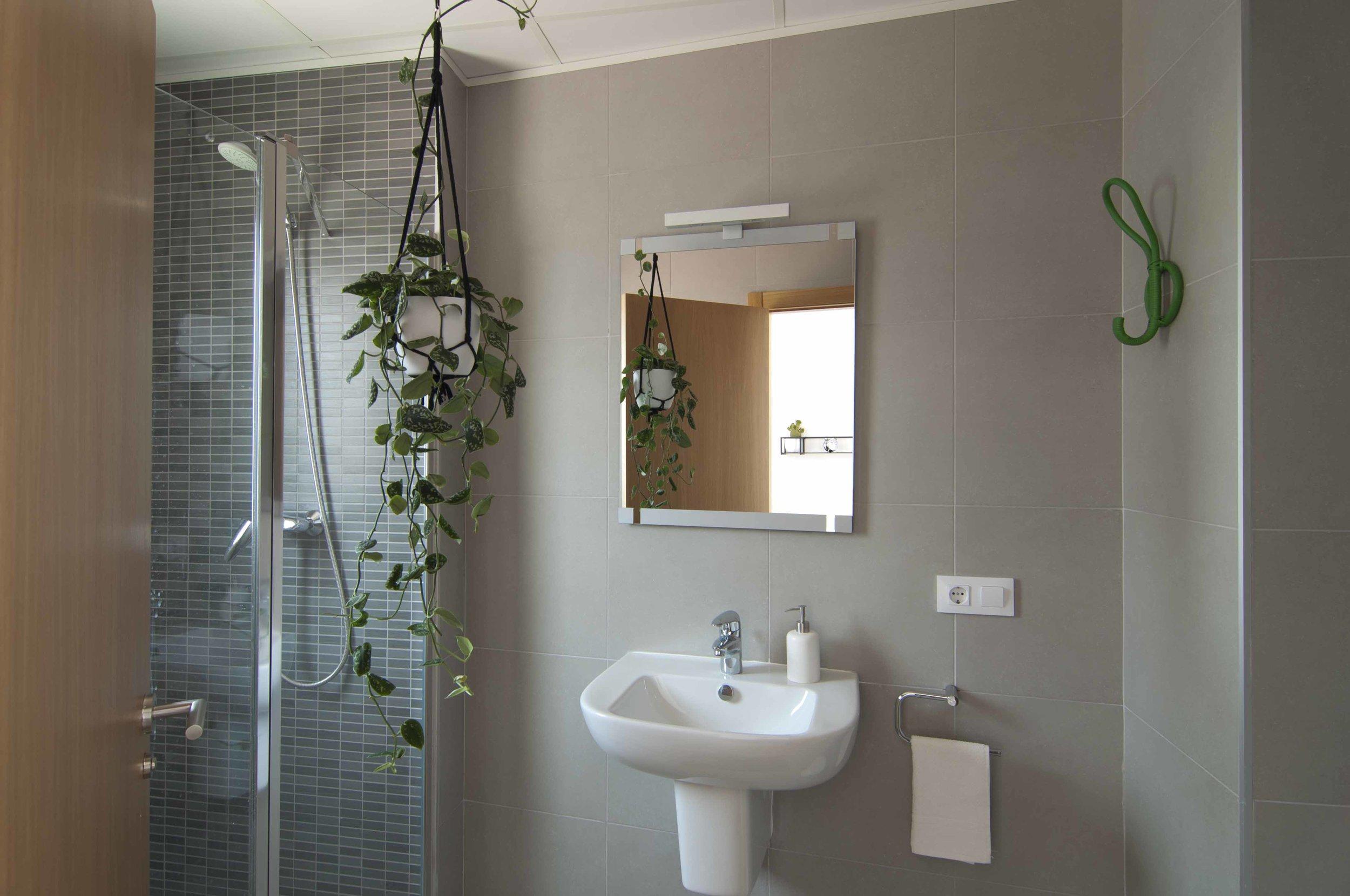 Bathroom of Zalamera B&B in Valencia, Spain.jpg