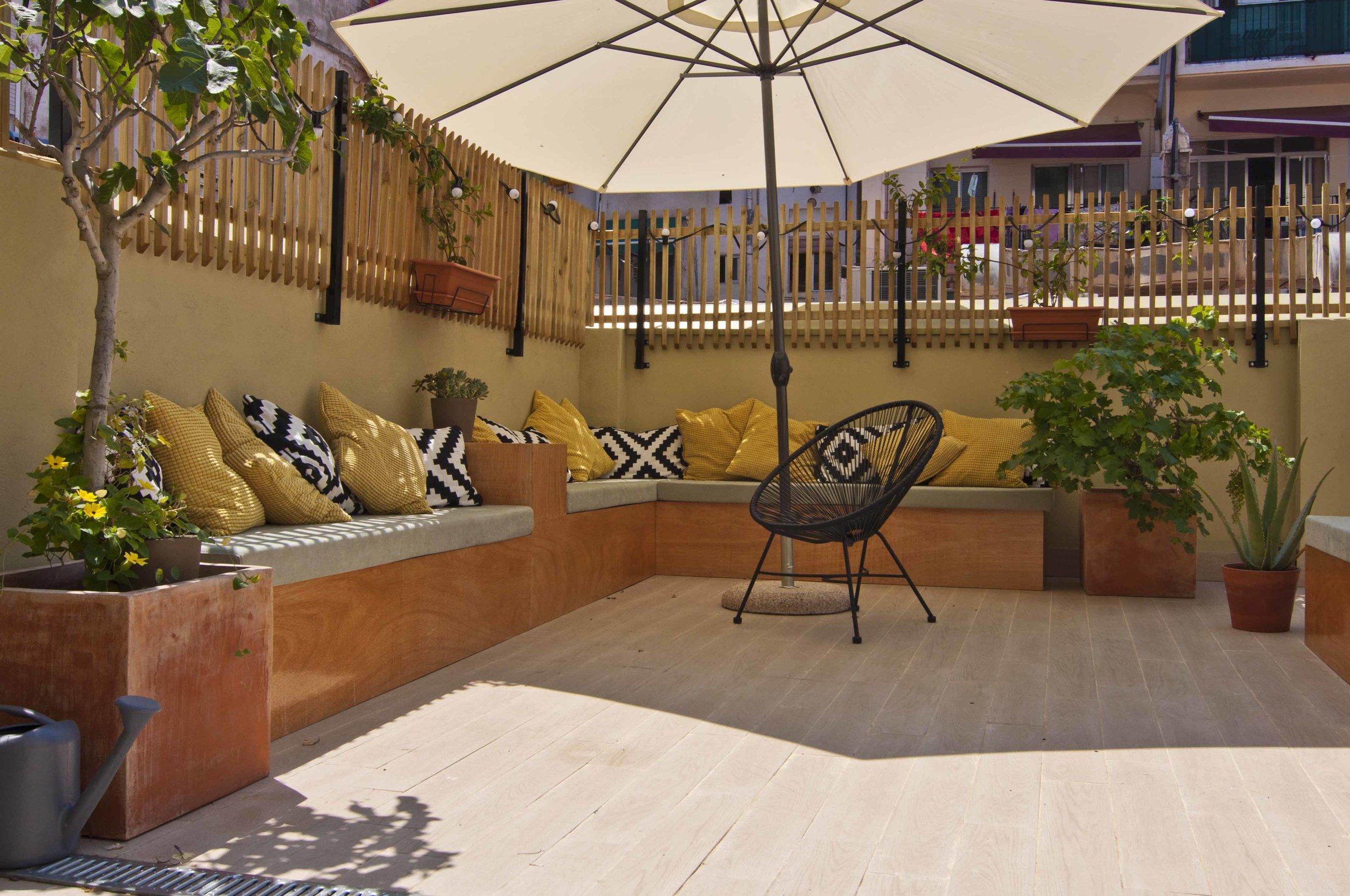 Terrace of Zalamera B&B in Valencia, Spain 0660.jpg