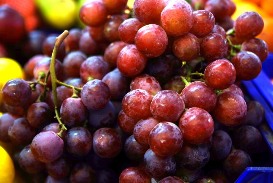 Mercado Jeruzalem  grapes.JPG