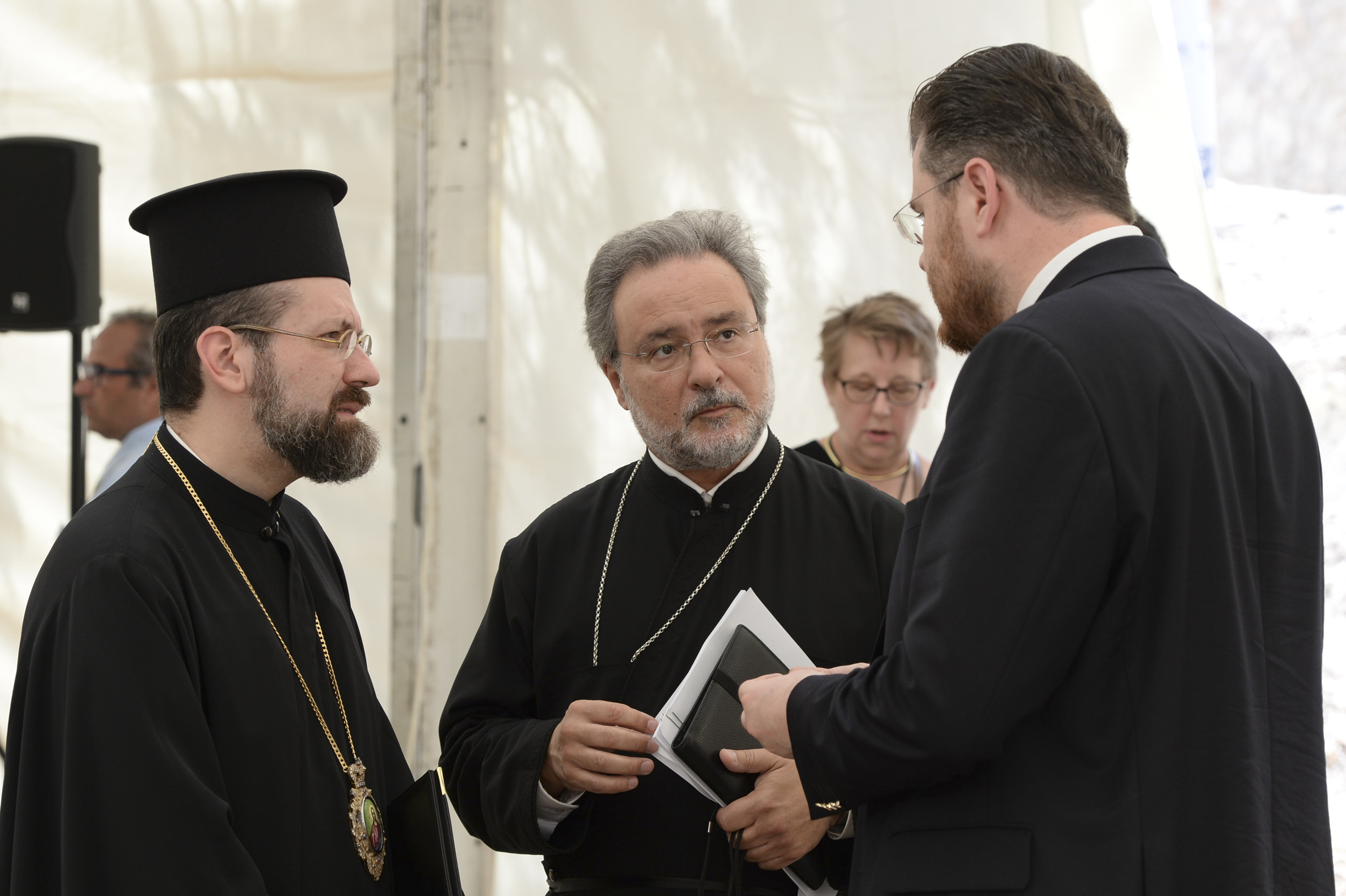 Archdeacon John Chryssavgis and Archbishop Job of Telemessos of the Ecumenical Patriarchate in conversation with Dr Ionut Mavrichi of the Press Office of the Patriarchate of Romania at the Press Briefing on the first day of the Holy and Great Council. PHOTO: © JOHN MINDALA.