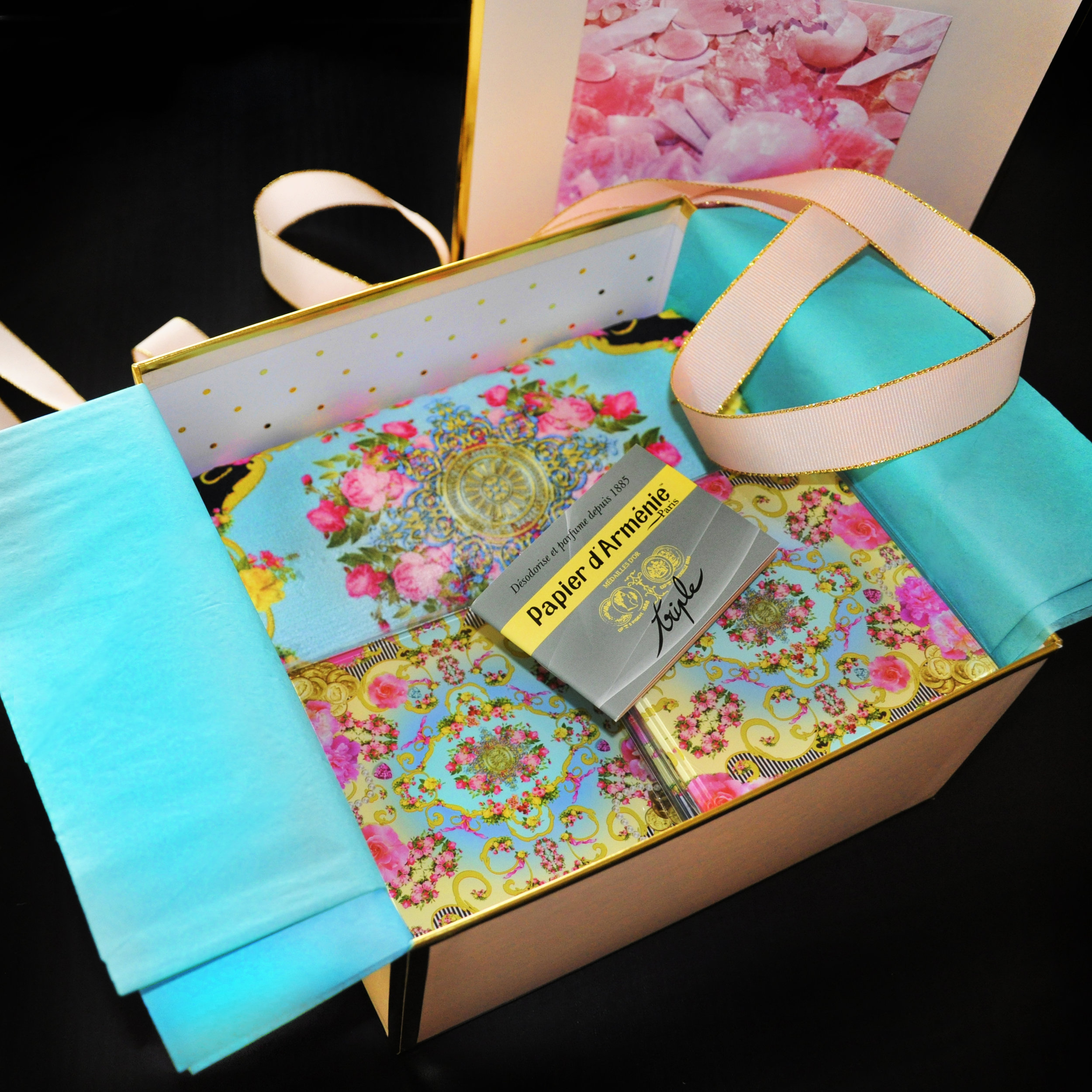GIFT_BOX_FRENCH_PARADISMAISON4.jpg
