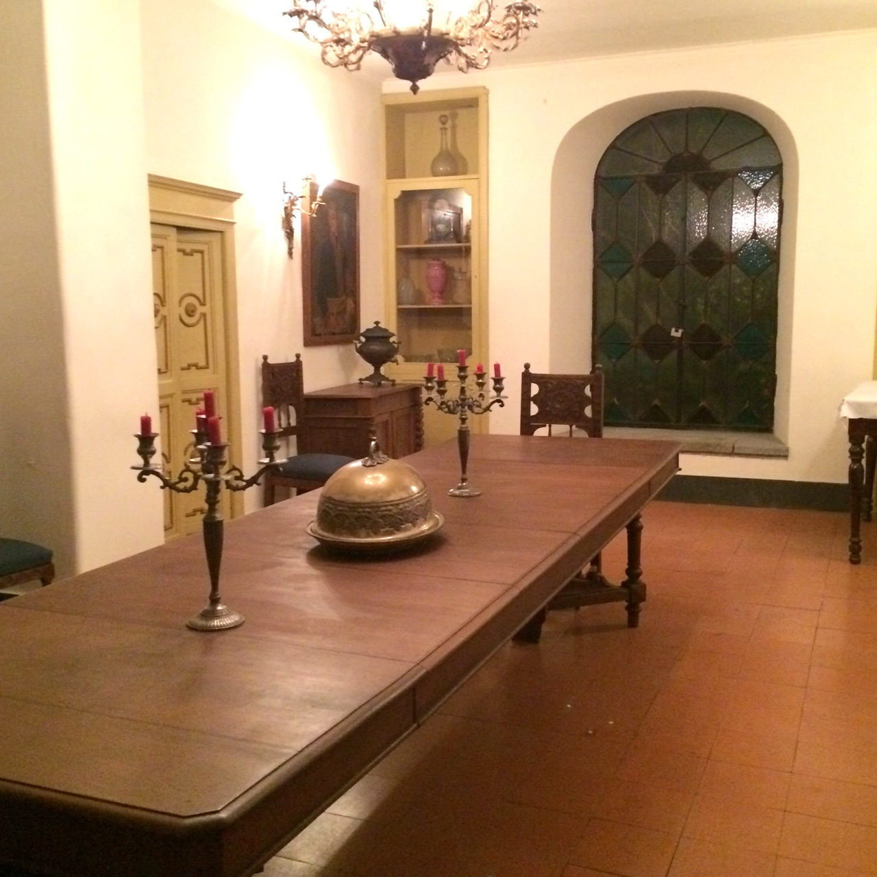 the villa dining room.jpeg
