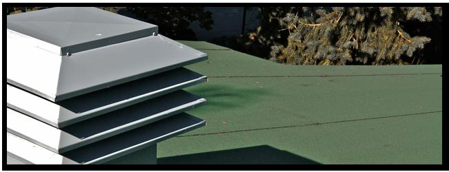 Ventilation - La réalisation d'une bonne ventilation dépend, en plus d'une bonne chambre d'air, du déblocage des prises d'air telles que les soffites, ainsi que de la pose d'un nombre suffisant de ventilateurs d'entretoit Maximum adaptés à la toiture. Nos équipes s'assurent aussi de sortir tout évacuateur de salle de bain, de hotte de cuisine et de sécheuse dans des boîtes isolées munies de clapets d'évacuation métalliques.