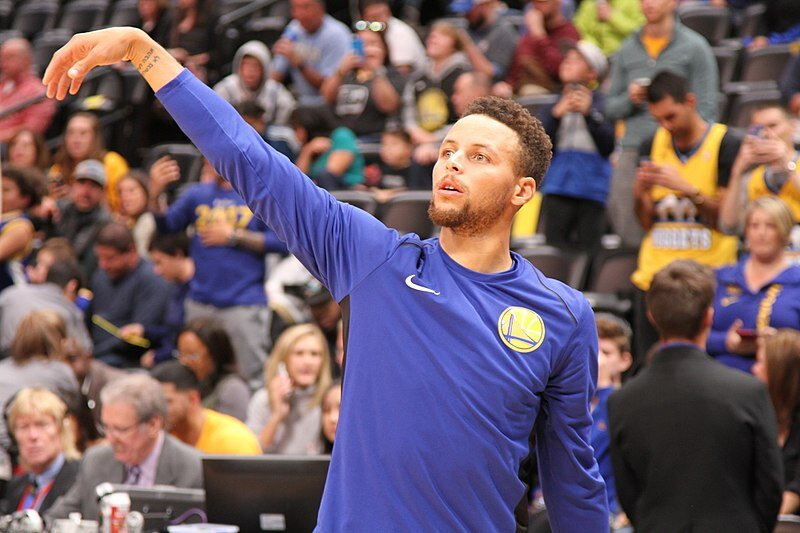 800px-Golden_State_Warriors_Point_Guard_Stephen_Curry_01.jpg