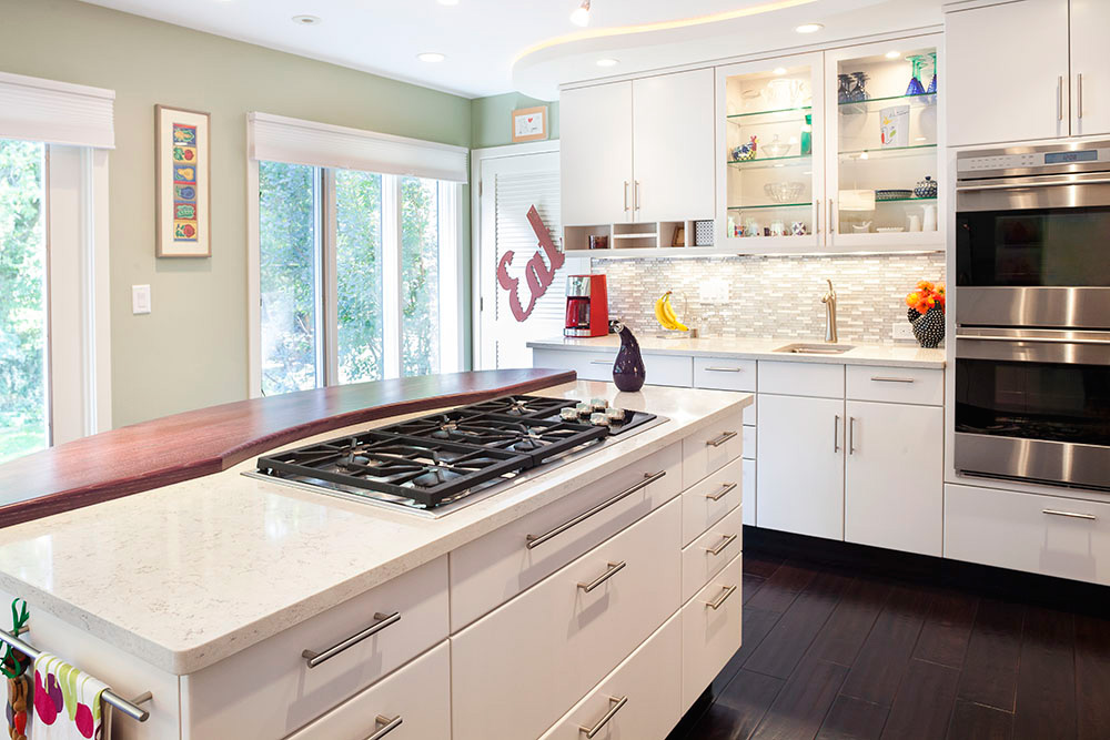Contemporary kitchen renovation for entertaining