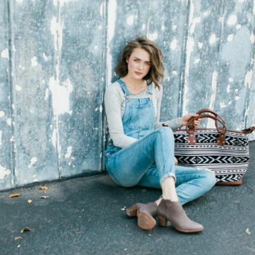 MAYA TRADITIONS    @mayatraditions    Maya Weekender Bag