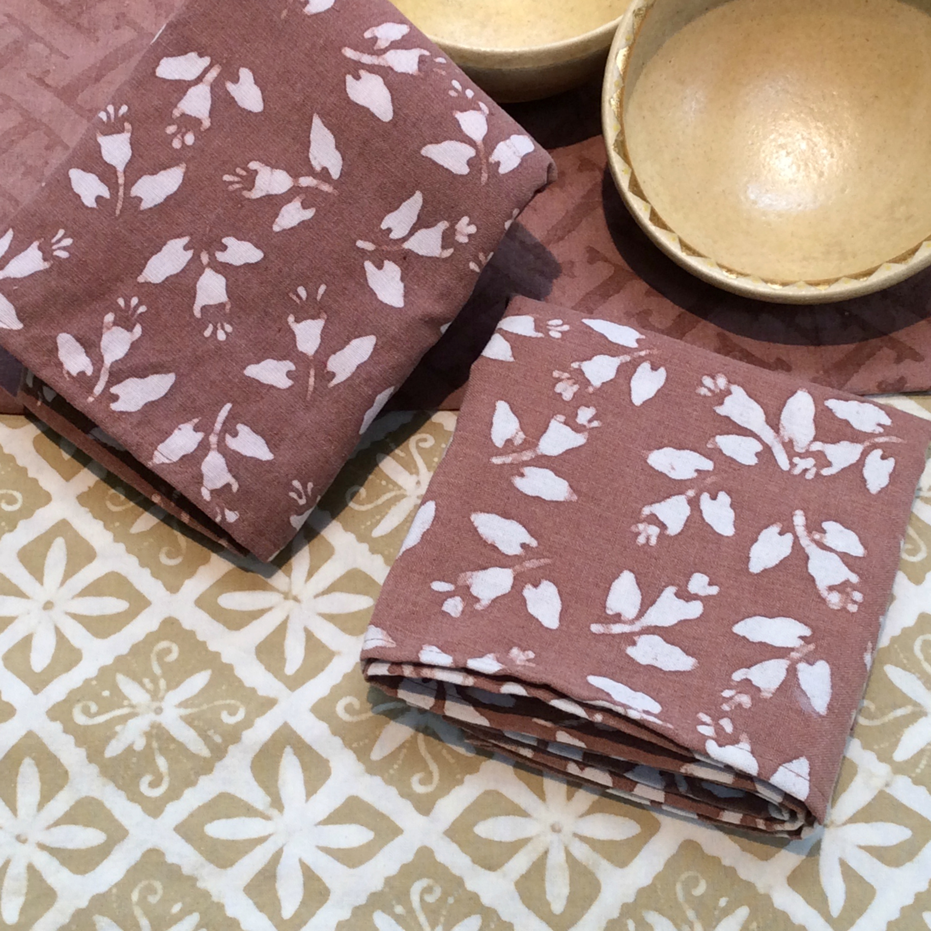Clove Flower Napkins & Sand Diamond Batik Runner