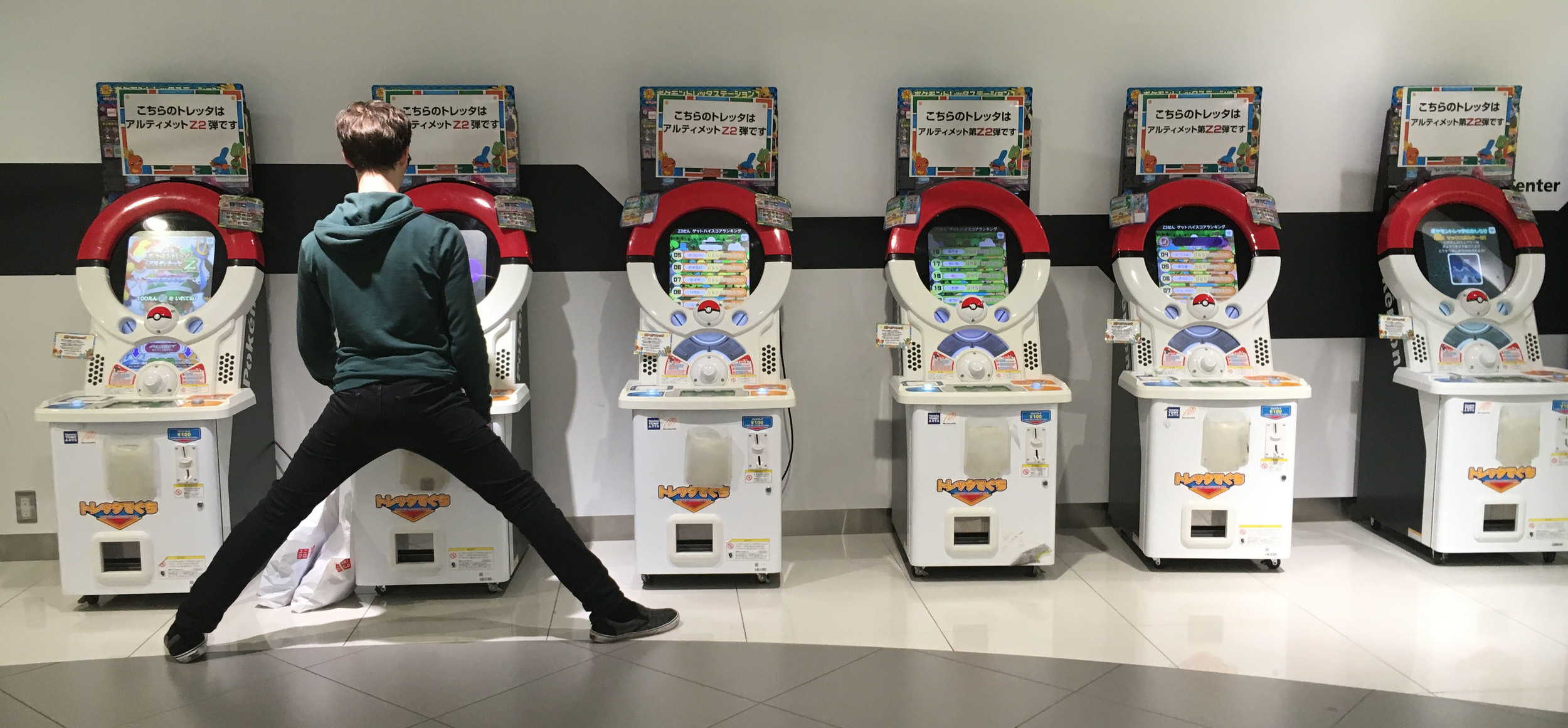 Pokémon Conter Osaka round 2. Michael trying out all the games in Japanese!