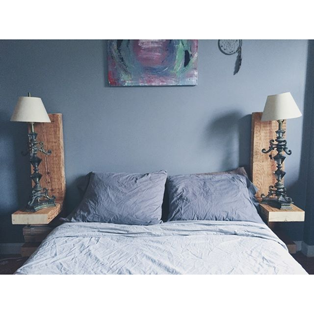 TIP #4 to make your bedroom a haven: 💠 Choose colors with care 💠  Different colors evoke emotions in us – pay attention to which colors make you feel calm and restful, and decorate with those. Calm blues and grays resonate with both me and my partner, as well as the warm browns of wood furniture. (Plus green plants, always!) Look around your room and see if any colors glare out to you. Most could be easy things to remove, like wall art, throw pillows, or switching out your comforter. If it's something harder to fix, like paint color or a furniture purchase, look at your calendar + budget and try to schedule a time to make it happen!  Follow profile link to read the other 3 tips, or look at our last 3 posts  What colors have you used to make your bedroom feel restful ❓  #startwithYOU #selfcare #peaceinplace #myhyggehome #dslooking #livebeautifully #apartmenttherapy
