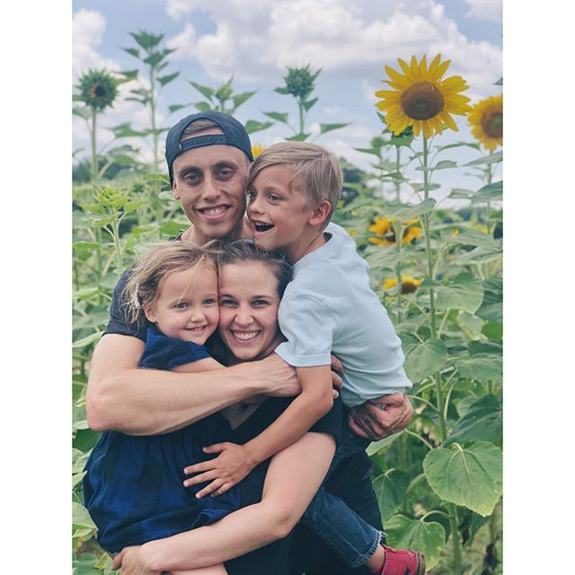 Obligatory Raleigh sunflowers pic before they go away! 🌻🌻🌻🌻🌻🌻 ⠀⠀⠀⠀⠀⠀⠀⠀⠀ ⠀⠀⠀⠀⠀⠀⠀⠀⠀⠀⠀⠀ 🌻 As hard as it is to restart in a new city after 12 years of adult life lived somewhere else, I don't regret moving one bit, because these family moments happen SO MUCH MORE often than they did in NYC. ⠀⠀⠀⠀⠀⠀⠀⠀⠀ ⠀⠀⠀⠀⠀⠀⠀⠀⠀⠀⠀⠀ 🌻 This year jack was able to quit working & start staying home with our kids full-time. I'm working full-time & the sole earner for our family for the first time in our marriage. ⠀⠀⠀⠀⠀⠀⠀⠀⠀ ⠀⠀⠀⠀⠀⠀⠀⠀⠀⠀⠀⠀ 🌻 It's been so fun, scary, & fulfilling to pour all my time into growing the business, after years of hustling on the side while NYC cost of living kept us both working long hours & stretched so thin. ⠀⠀⠀⠀⠀⠀⠀⠀⠀ ⠀⠀⠀⠀⠀⠀⠀⠀⠀⠀⠀⠀ 🌻 After only 15 months since we moved to the Triangle, I'm so grateful for what we've done so far and SO EXCITED for what's ahead! I couldn't do it without the amazing support from my husband, parents, friends, staff, business partners and clients... I love you all!! 💕🙏🏼 ⠀⠀⠀⠀⠀⠀⠀⠀⠀ ⠀⠀⠀⠀⠀⠀⠀⠀⠀⠀⠀⠀ #raleighsmallbusiness #caryliving #durhammag #momboss #womenentrepreneurs #bossbabes #bossmom #empowerwomen #momtrepreneur #lifteachotherup #womenonamission #femininepower