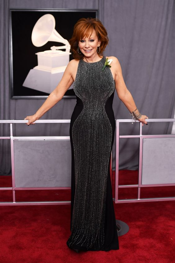 Reba mcentire flaunting her hourglass shape in a simple black gown with silver detailing reminding us age is just a number.