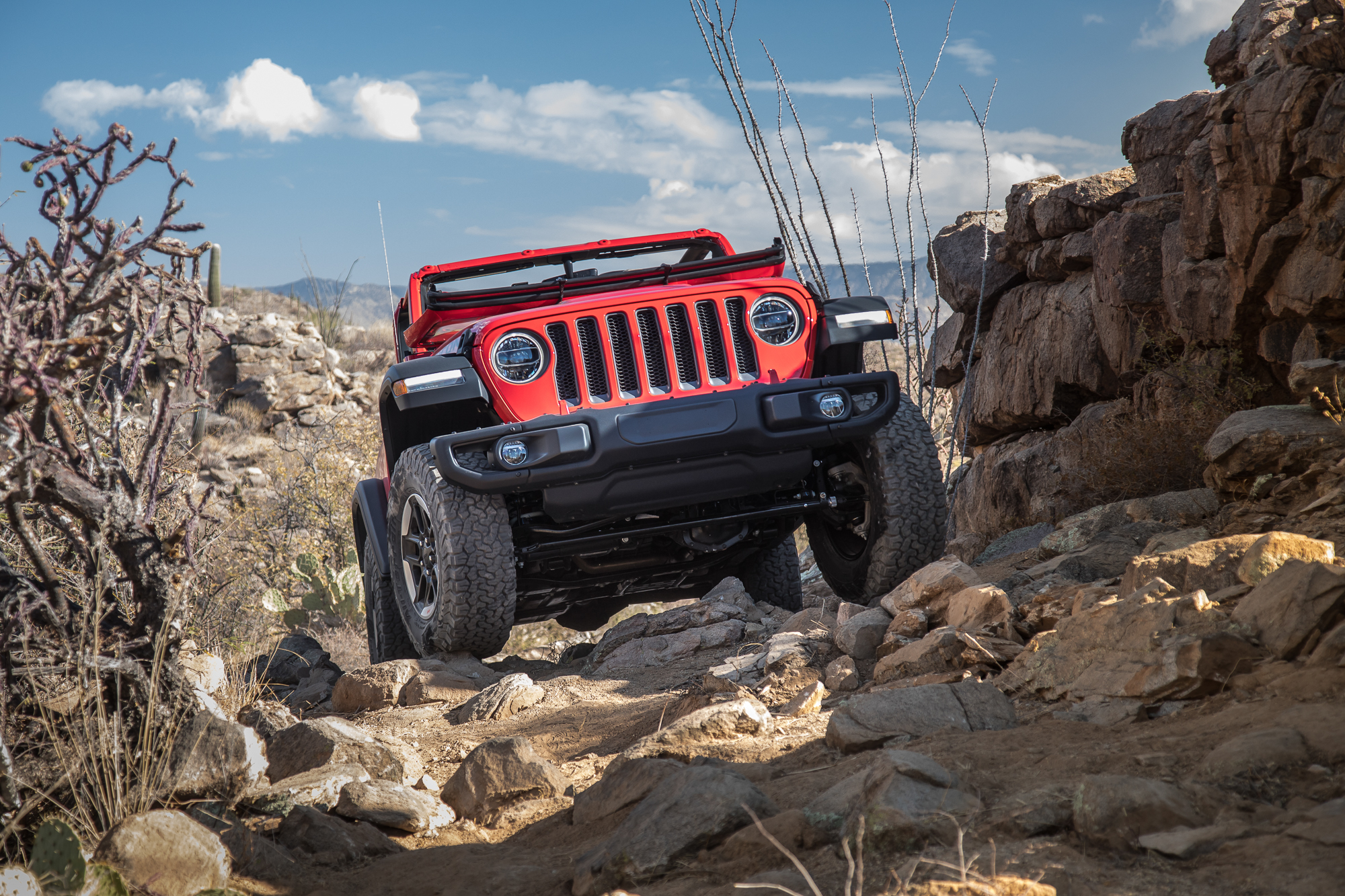 40-jeep-wrangler-2018-dynamic-exterior-front-off-road.jpg
