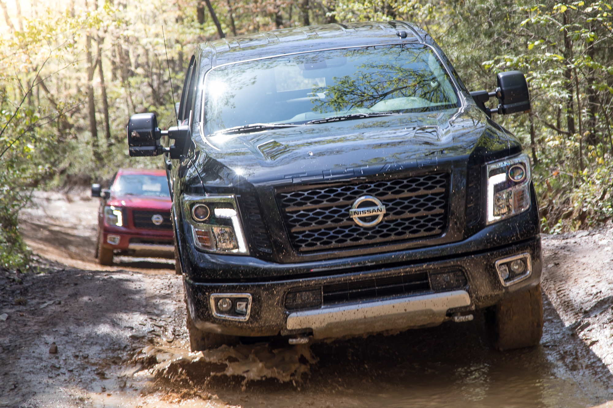 08-nissan-titan-2018-badge--black--exterior--grille--off-road.jpg