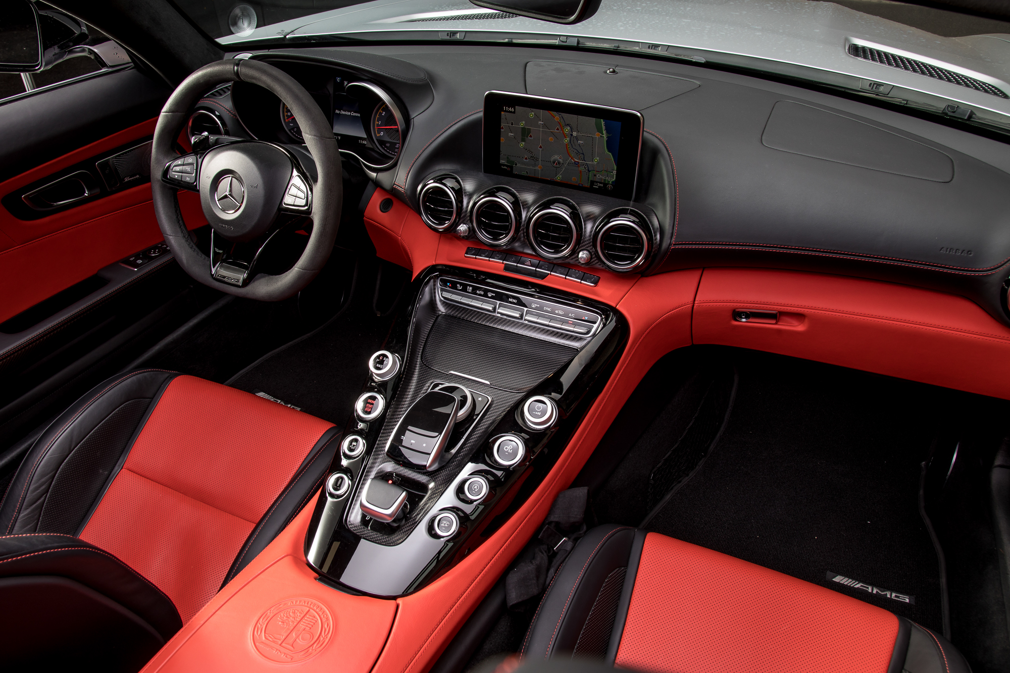 18-mercedes-benz-amg-gt-c-2018-cockpit-shot--front-row--interior.jpg