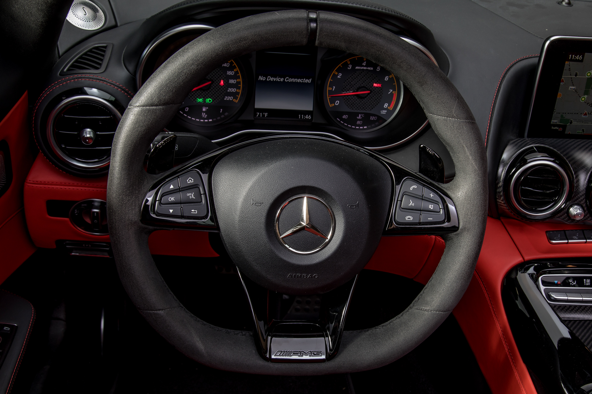 20-mercedes-benz-amg-gt-c-2018-interior--steering-wheel.jpg