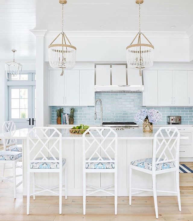 This kitchen screams summer! Love the fabulous use of our @bungalow5 Jardin stools...and I may just have to start using pineapples as bookends. 🤗 Thanks for the breath of fresh summer air, @karahebertinteriors @jessremillard_jdouglas  #repost @karahebertinteriors ・・・ Pretty and classic kitchen with strapped hood.👩🏼‍🍳 #karahebertinteriors 📸: @brantleyphoto