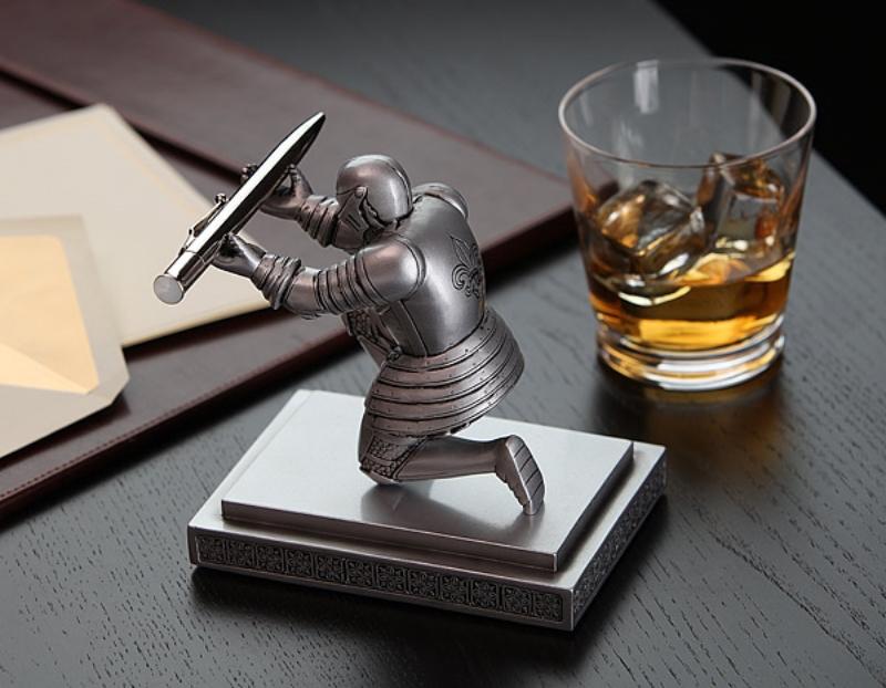 executive_knight_pen_holder.jpg