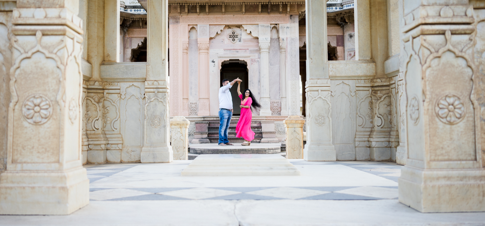 The Infamous Waltzing Twirl can get couples enjoy the photoshoot even if they have two left feet. #confessions of a #photographer
