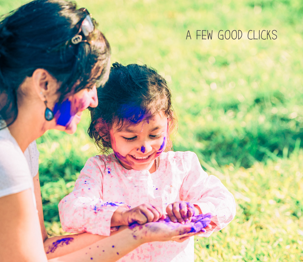 stunning-holi-portrait-mother-daughter-afewgoodclicks.net