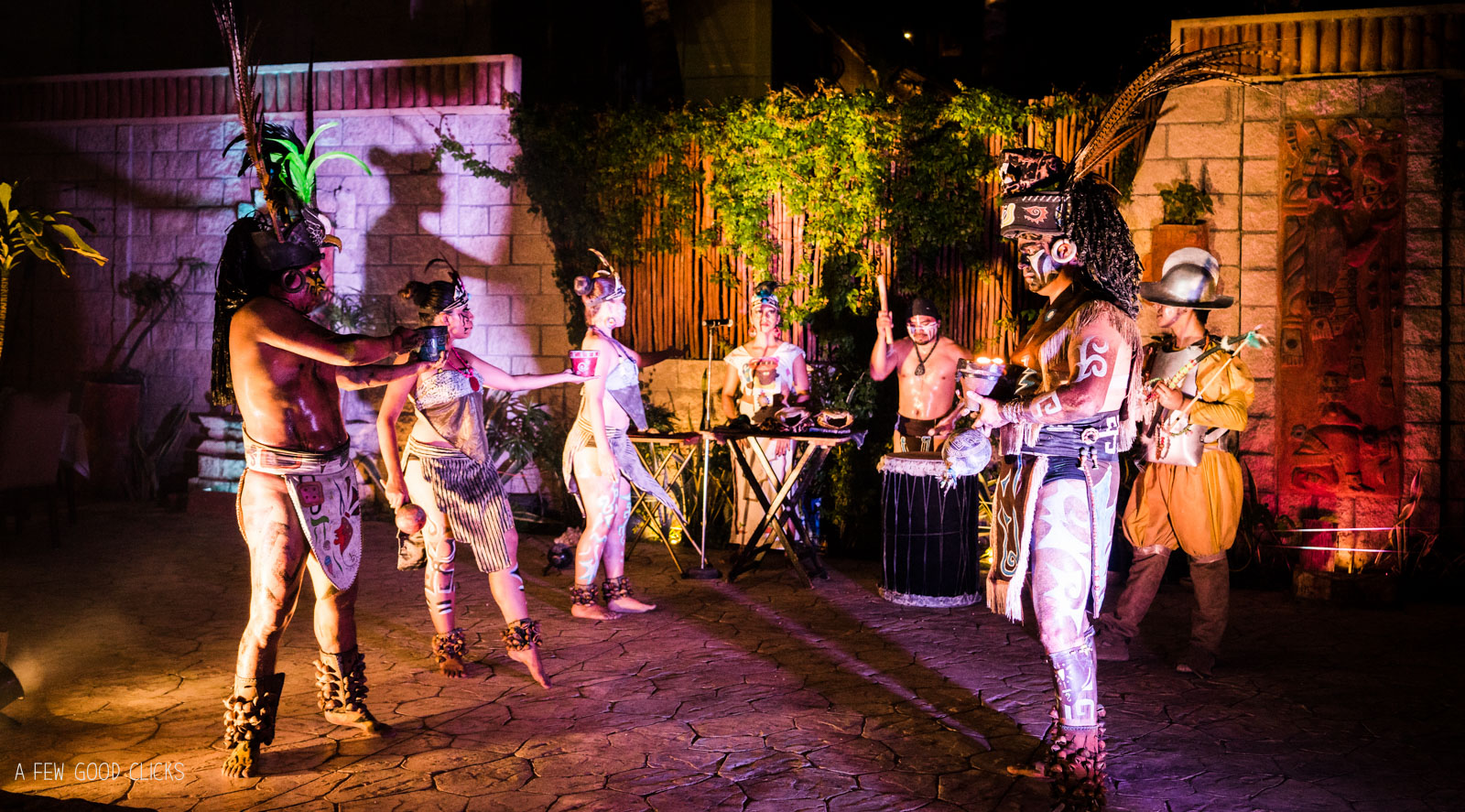 the-mayan-show-at-la-habichuela-cancun-restaurant-photography
