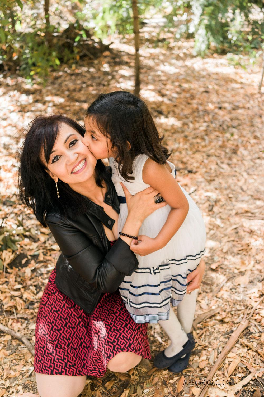 fall-family-photoshoot-poses-kisses-san-carlos-ca