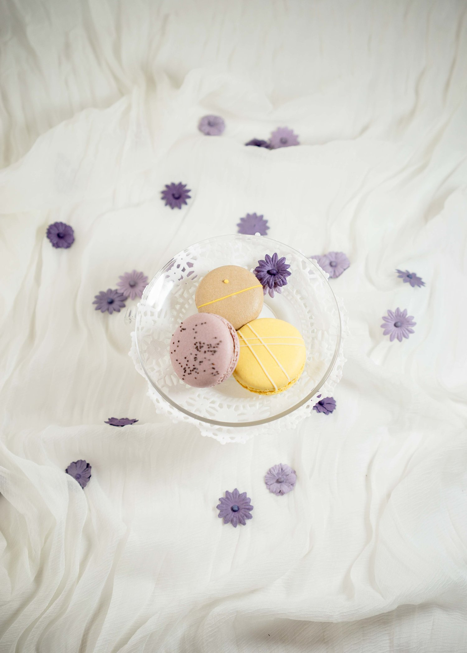 macarons-on-doily-paper-chantal-guillon-store