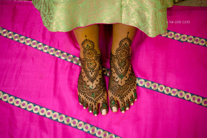 Bridal Mehndi design photo of feet.