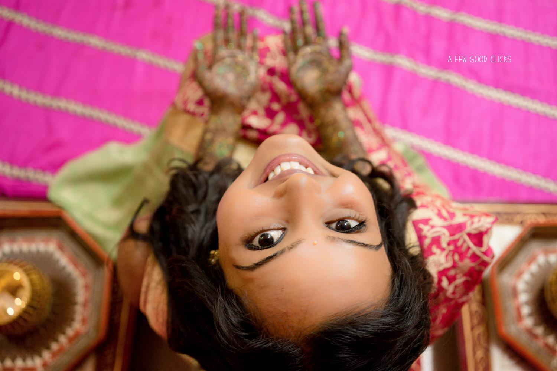 bridal-mehndi-poses-pictures-indian-wedding