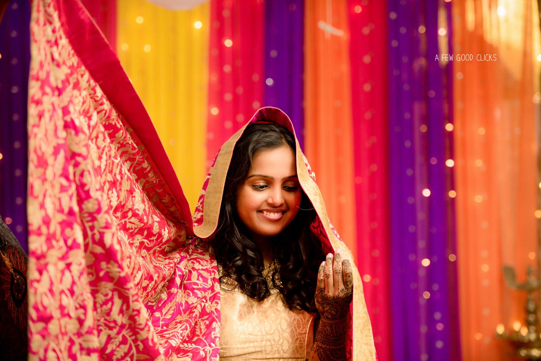 Simple yet very elegantly dressed Indian bride on her Mehndi night