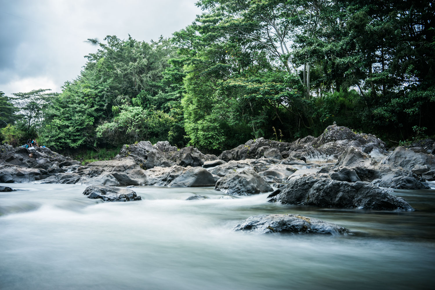 river-on-top-rainbow-falls-spot-for-photography-in-hilo