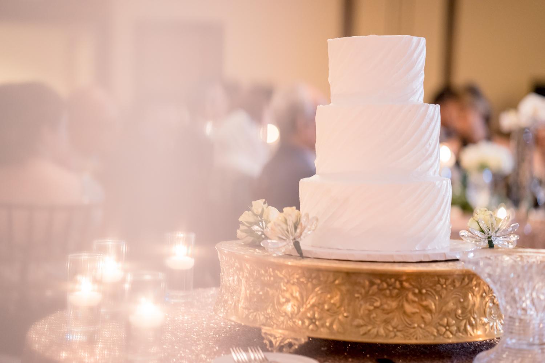 Simple yet Stunning Wedding Cake