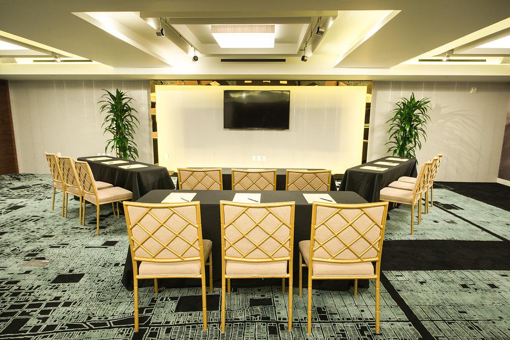 classroom-setup-meeting-room-hotel-fusion-interiors-photography-afewgoodclicks-net