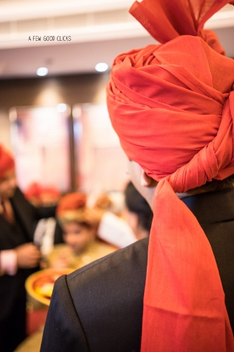 It's not uncommon to see all the groomsmen wearing similar colour turban ( headgear ) during Indian wedding ceremony. For some reason, I personally love this picture.