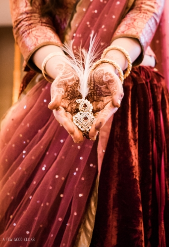 grooms-jewelry-indian-wedding-photographer-in-agra-california