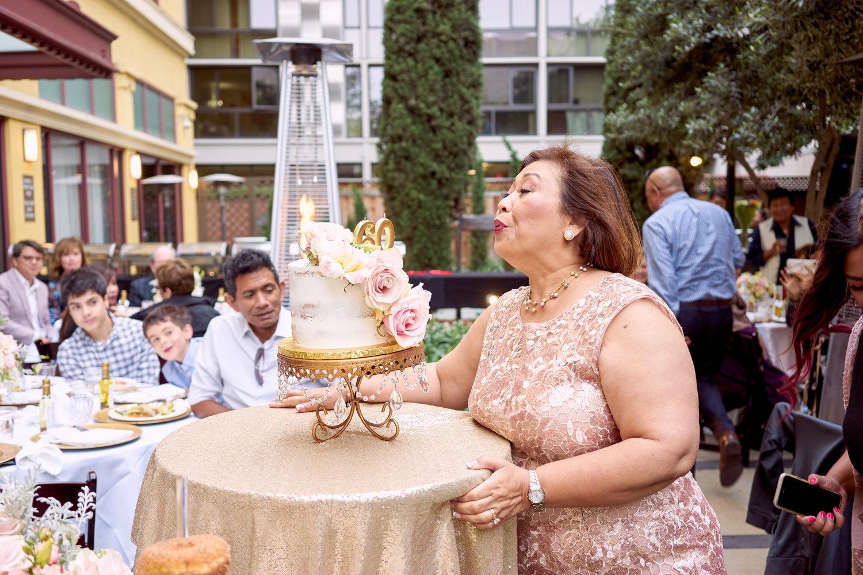 60th-birthday-party-cake-cutting-photo