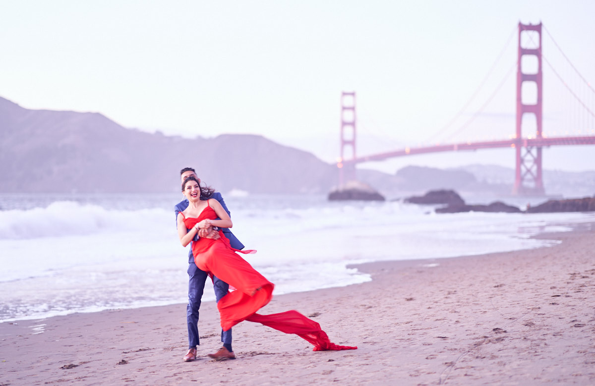 fun-poses-lifestyle-engagement-photography-at-baker-beach-sfo