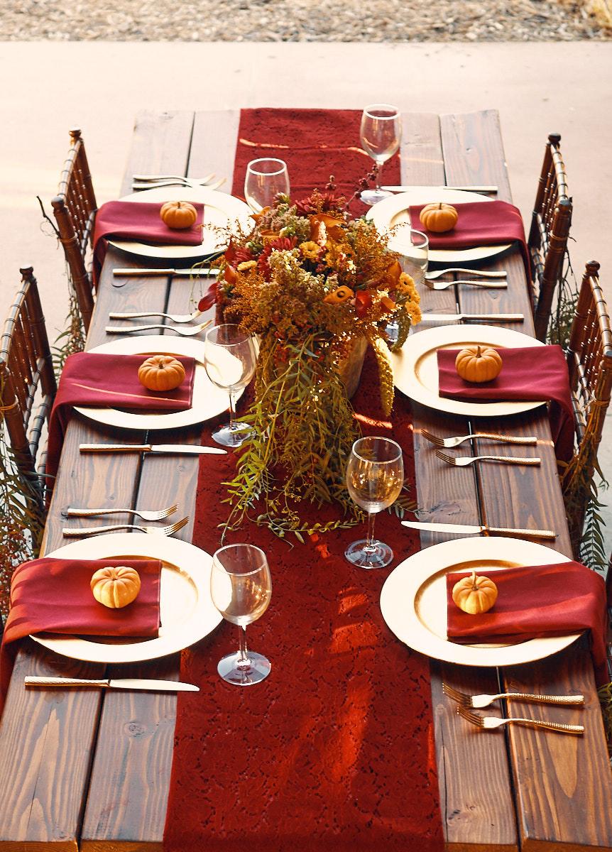 autumn-themed-wedding-table-decor-photo-rustic-look