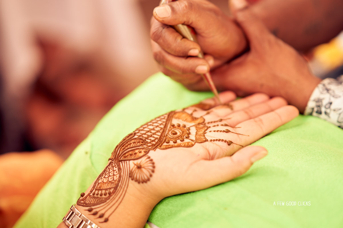 mehndi-picture-by-wedding-photographer-in-jaipur-rajasthali-resort