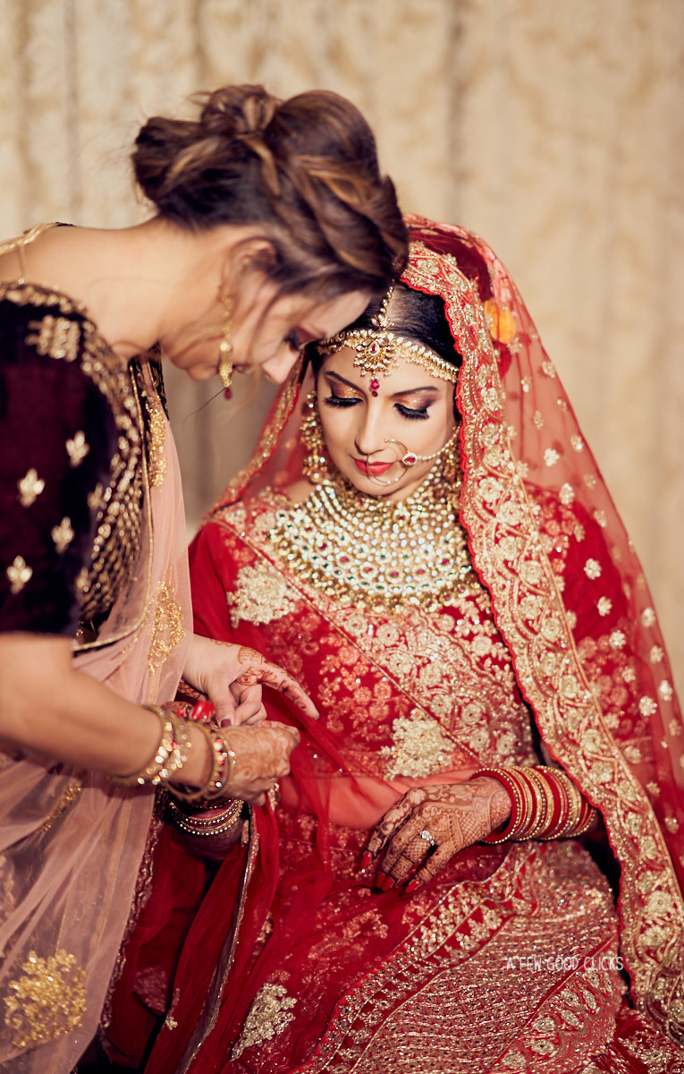 sister-helping-bride-getting-ready-destination-indian-weddings