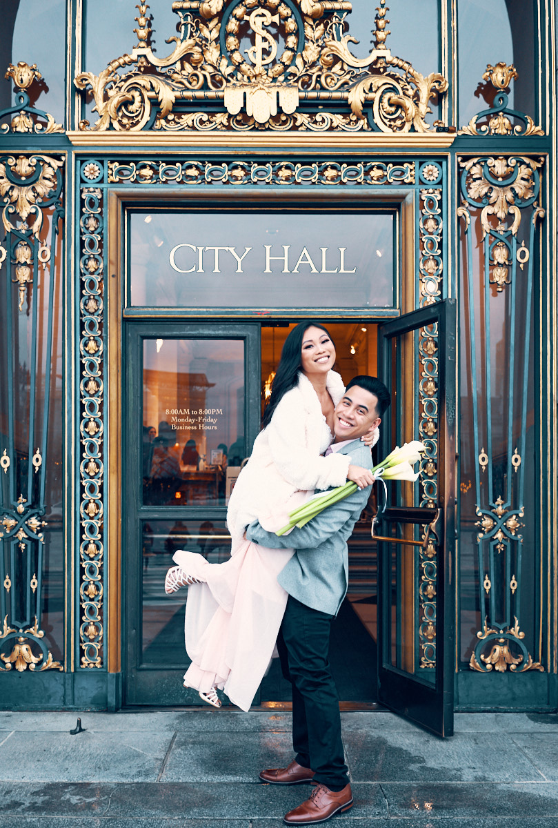 Wedding Portraits outside the city hall in SFO.