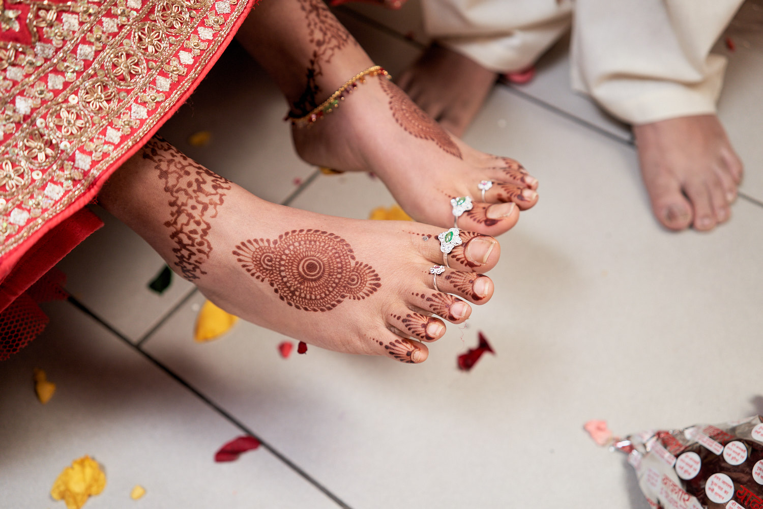 In some cultures, the uncle of the bride put the toe ring , a symbol of being married.