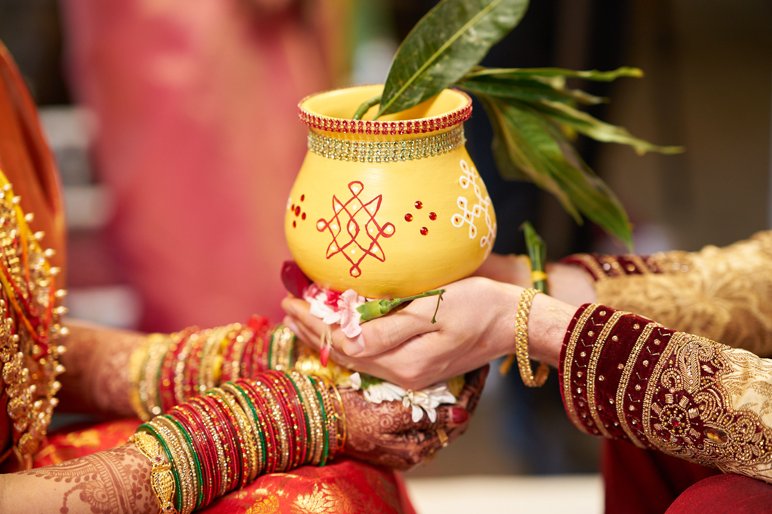 Newly weds holding the clay pot.