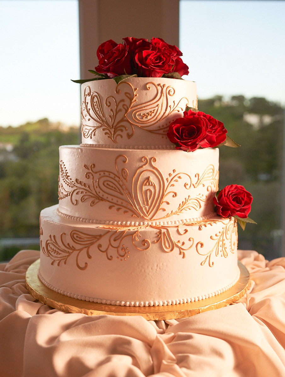 The three tier wedding cake shot using split lighting with magmod modifiers just before the reception.