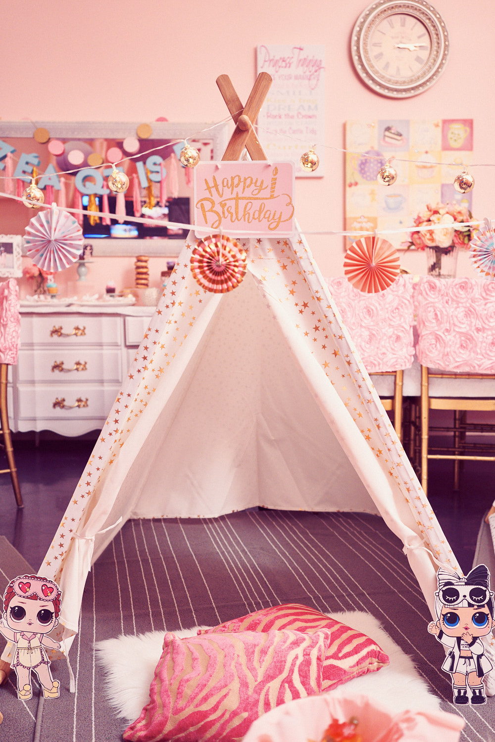 The teepee set up where kids can sit and enjoy the matinee movie with popcorns and cupcakes.