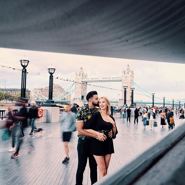 Planning your next cityscape to London and want to make it memorable with vacation pictures? Well then take a look at A Few Good Clicks of real couple's session at Tower bridge - London's defining landmark to get inspired for your very own photo shoot. . @sophmontague @bensoyza . . .. . . #jaw_dropping_shotz #worldshotz #theworldshotz #pixel_ig #photographyislife #photographysouls #photographyeveryday #photographylover #worldbestgram #iglobal_photographers #ig_great_pics #ig_myshot #shotwithlove #justgoshoot #xposuremag #icatching #collectivelycreate #wanderlust #highsnobiety #shotzdelight #portraits #portrait #portraitcollective #pursuitofportraits #portraits_ig #portraiture #photoshootlondon #londontowerbridge #slowshutter