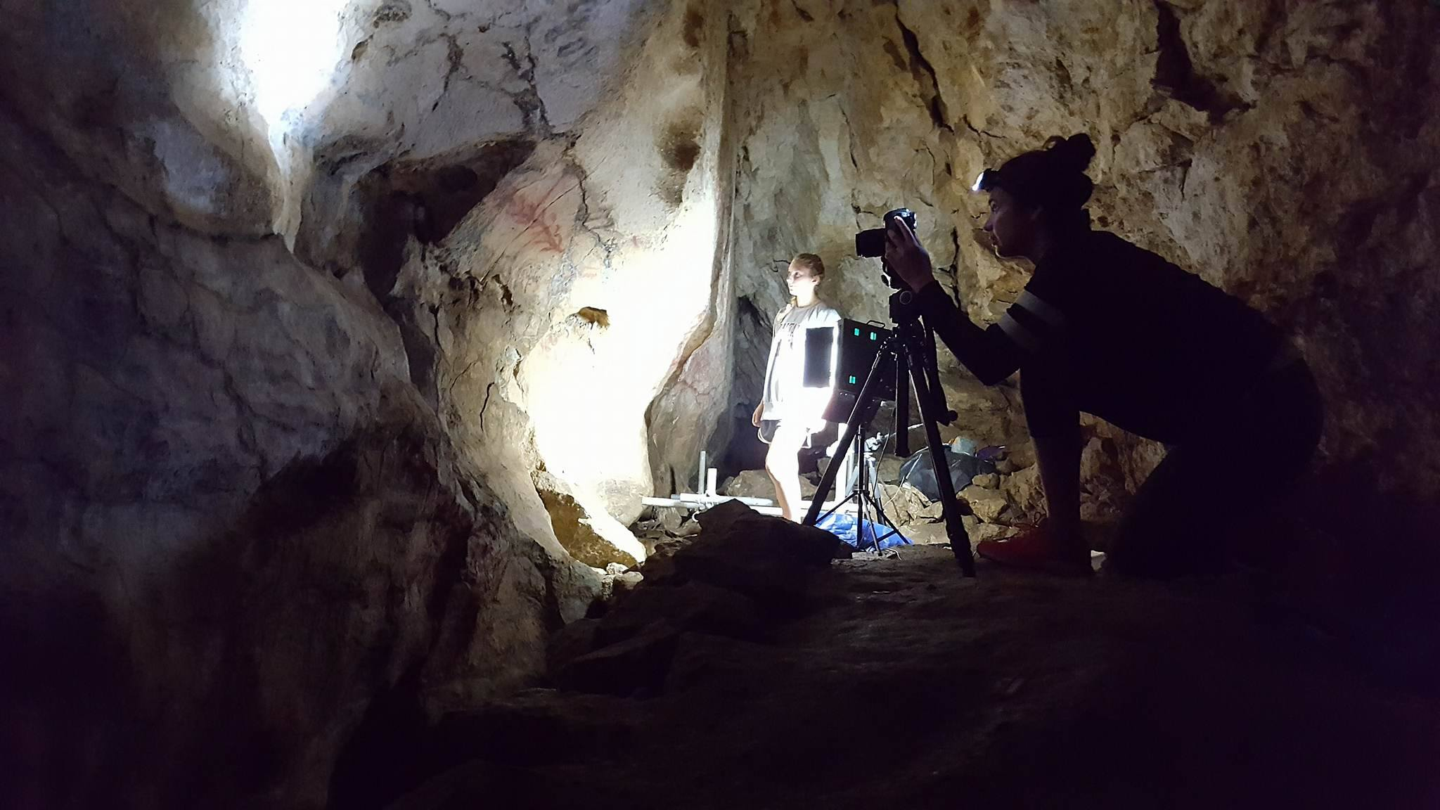 Suzanna Hamer and Benjamin Altshuler get to work in the cave